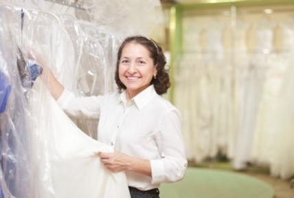 Customer service apprentice in bridal store