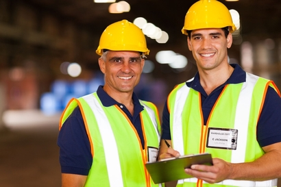 Warehousing apprentice work work with manager